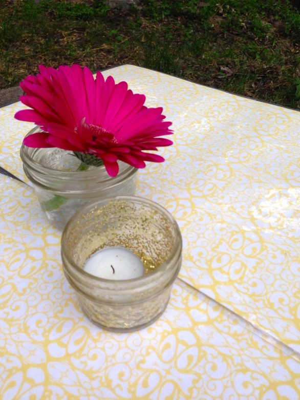 mason jar arrangements on diy laminated placemats made from pretty paper